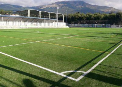 Sustitución de césped artificial en el campo municipal de El Escorial