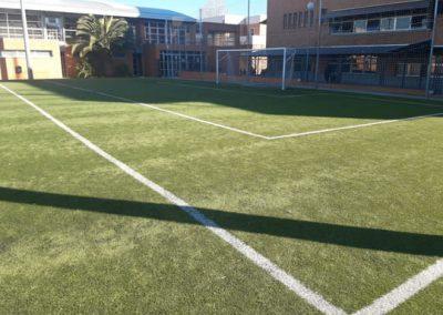 Mantenimiento césped artificial Colegio Retamar