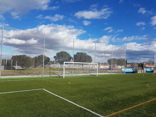 Parabalones campo de fútbol en Quijorna